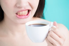 5 Foods that Stain Teeth